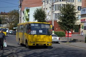 """""""Linienbusse"""" (Marschrutka) in Ivano-Frankivsk → Die Größe hatte auch mein Bus von Lviv zum Pilgerort"""