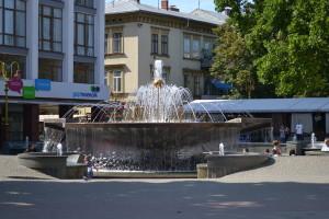 Brunnen in der Innenstadt von Ivano-Frankivsk (wenn man sich verabredet, dann trifft man sich meistens dort)
