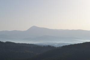 """Vom Berg """"Bukovel"""" hat man einen sehr schönen Blick auf den höchsten Berg der Ukraine """"Hoverla"""" (2061m)"""