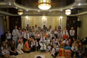 """Die Kinder in """"Долина"""" trugen zur Feier des Tages ihre traditionelle Tracht!"""