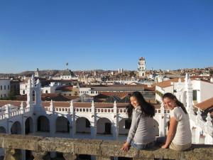 Mit Anne über den Dächern von Sucre.