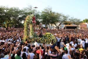 An der kombinierten Prozession für den Hl. Franziskus und der Caminhada pela Paz (dt. Friedensmarsch) haben laut Bistums-Zeitung ungefähr 70.000 Menschen teilgenommen.