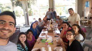 Beim gemeinsamen Mittagessen mit ein paar Schwestern, Jugendlichen aus der Gemeinde und dem Besuch aus Argentinieren und Spanien