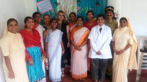 Wir besuchten eine Feier im Mädchen Internat Nivedetha. Insgesamt werden 81 Mädchen von 17 Orden begleitet, diese Mädchen haben sich schon in jungen Jahren dazu entschieden ihr Leben dem Glauben und den Menschen zu widmen.